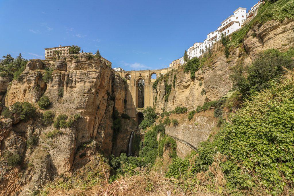Le célèbre pont de Ronda, un des villages blancs d'Andalousie