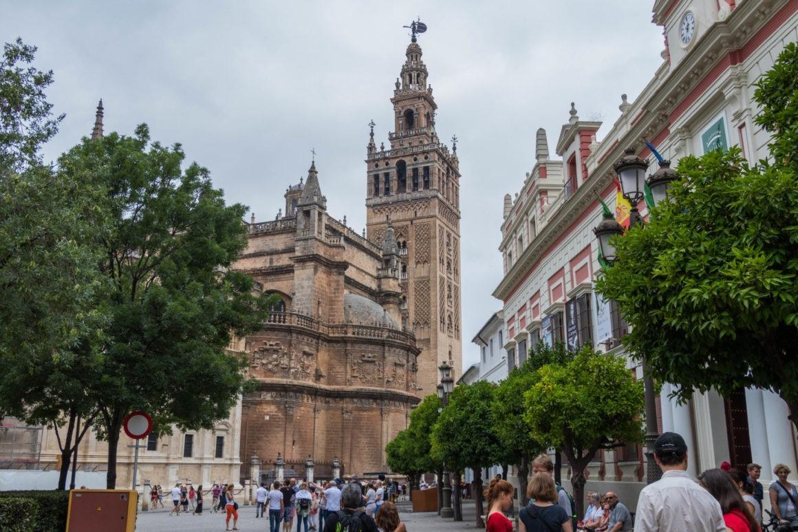 Vue sur la Cathédrale et sa Giralda à Séville