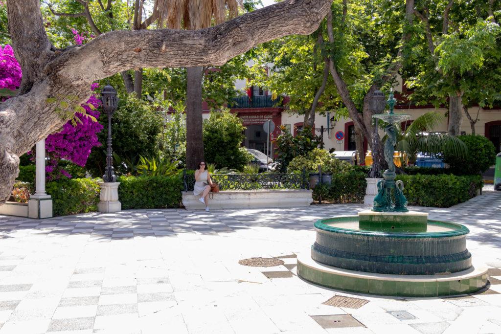 Une fontaine dans le parc Alameda Apodaca