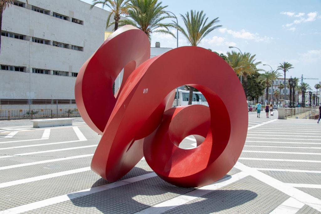 Sculpture sur la plage de la Caleta