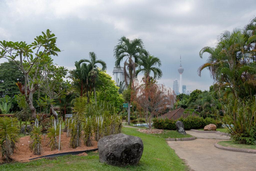 Vue de la Tour Menara depuis Jardin Botanique à Kuala Lumpur
