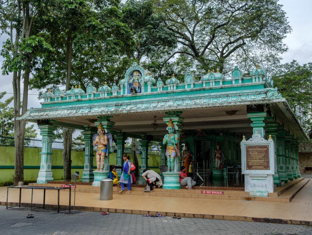 Un petit temple à coté des Batu Caves