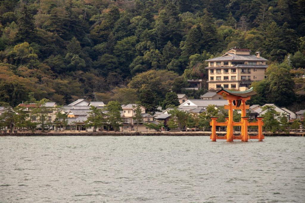 Torii flottant sur l'eau à Miyajima