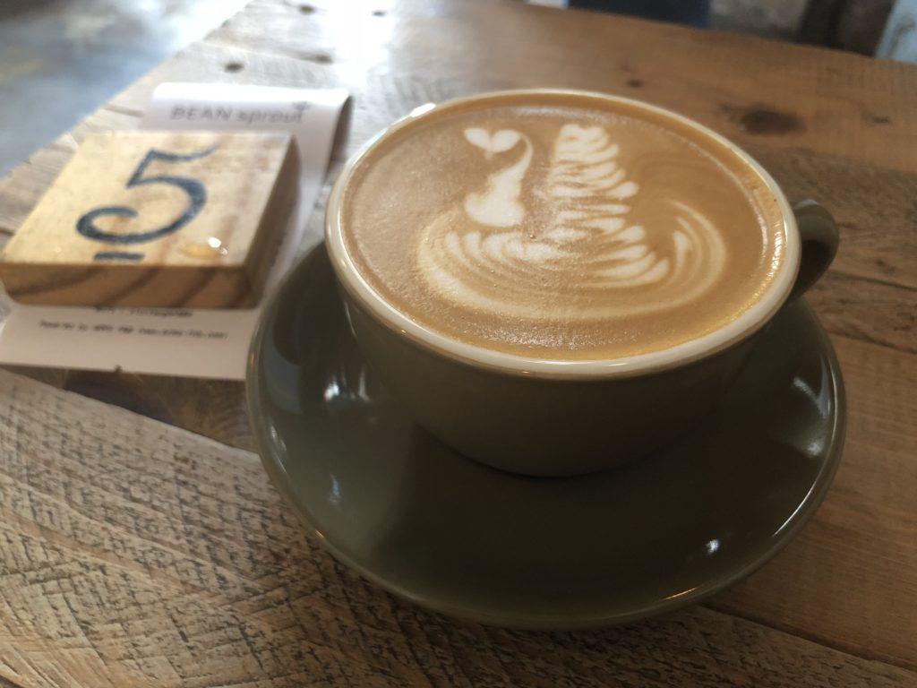 Un café au Bean Sprout Café