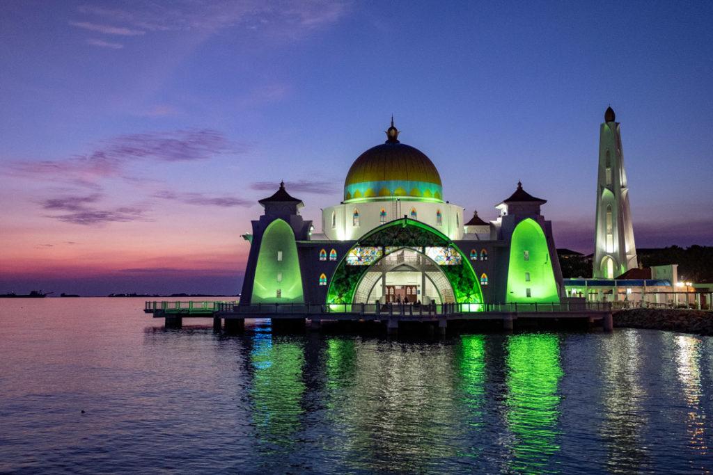 La mosquée flottante de nuit
