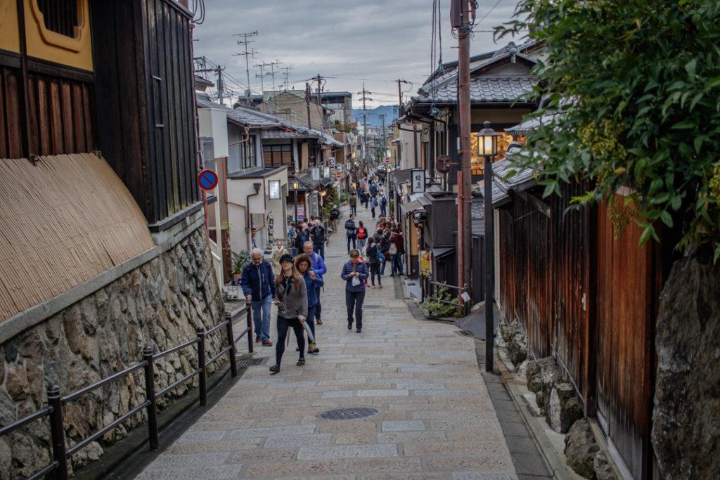 Dans les rues du quartier de Gion à Kyoto