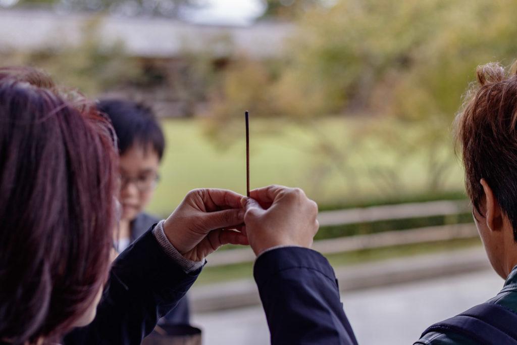 De l'encens qui brûle au Todai-ji