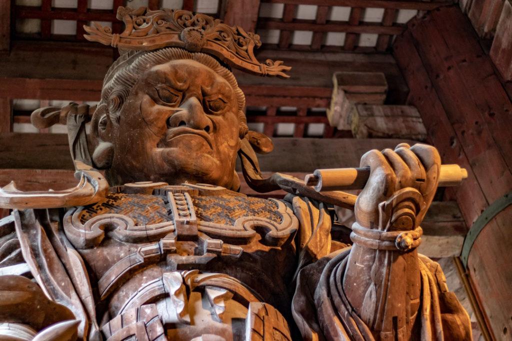 Statue dans le temple Todai-ji