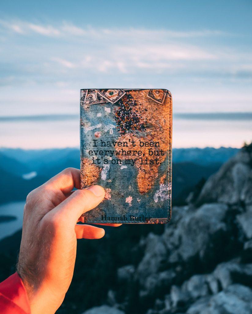 Fourre de passeport sur le thème du voyage
