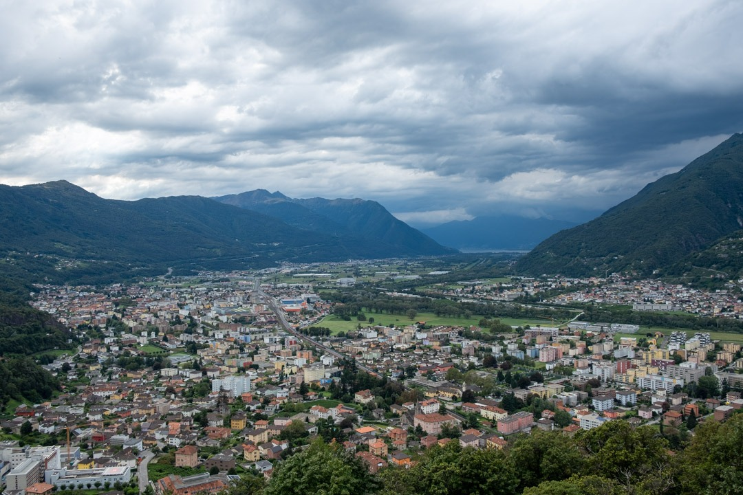La vue sur la ville de Bellinzone depuis le château de Sasso Corbero