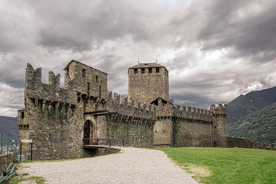 Le château médiéval de Montebello à Bellinzone