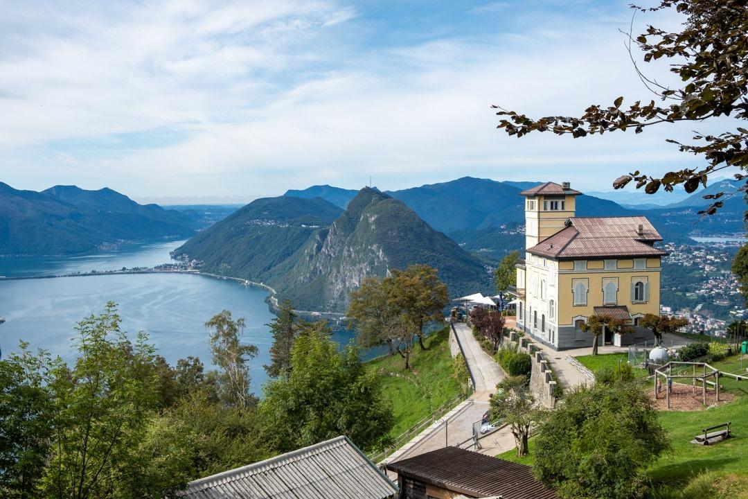 La vue magnifique depuis le Monte Bre