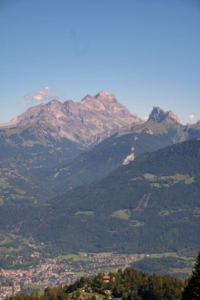 Vue sur les montagne lors de notre randonnée guidée au Whitepod
