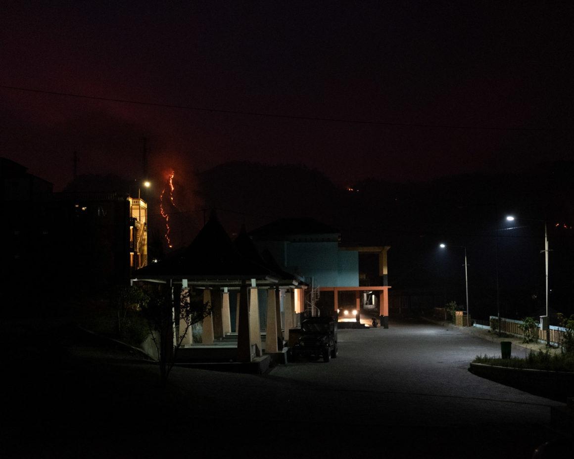 Les feux de forêt dans le village de Bromo.