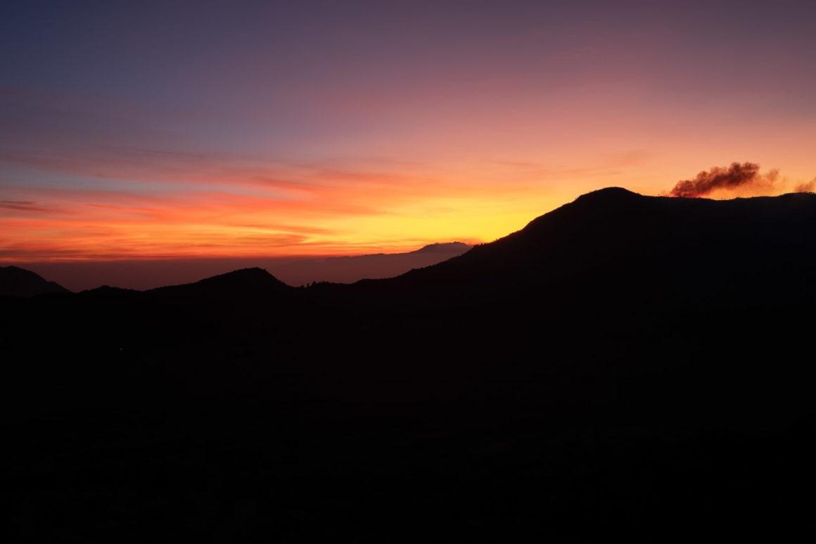 Lever du soleil depuis le volcan Bromo