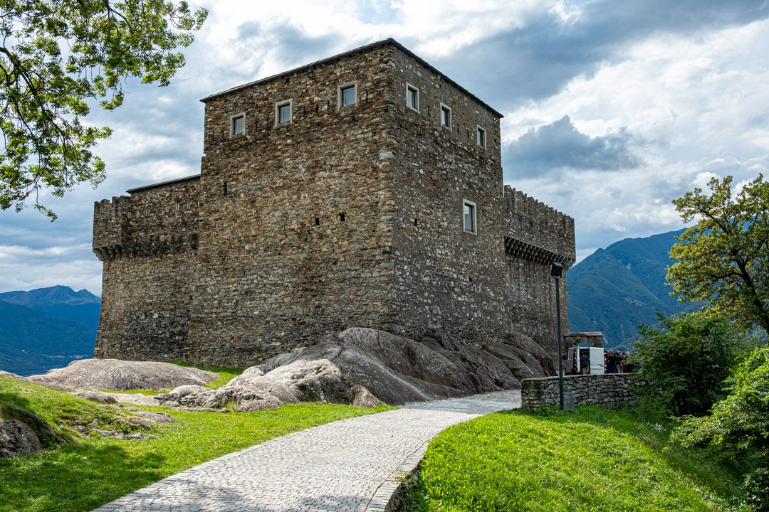 Le château de Sasso Corbaro inscrits à l'Unesco se trouve à Locarno
