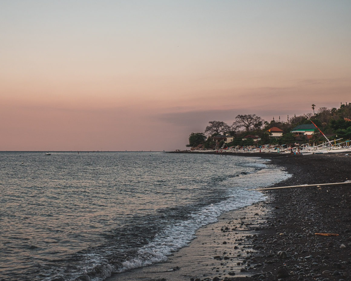 Coucher de soleil sur une des plages d'Amed à Bali
