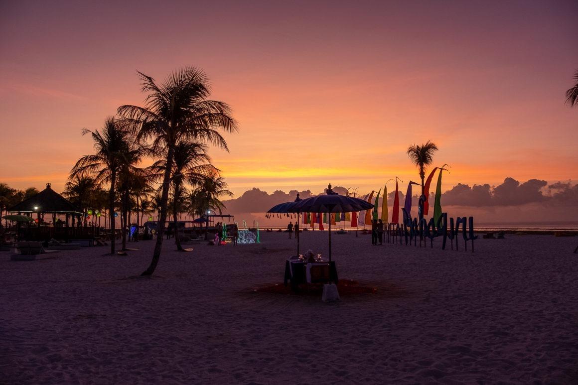Coucher de soleil sur la plage de Jungutbatu à Nusa Lembongan