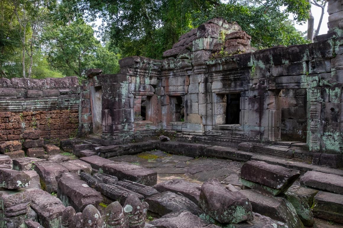 Le site d'Angkor au Cambodge contient une multitude de temples plus ou moins bien conservés.