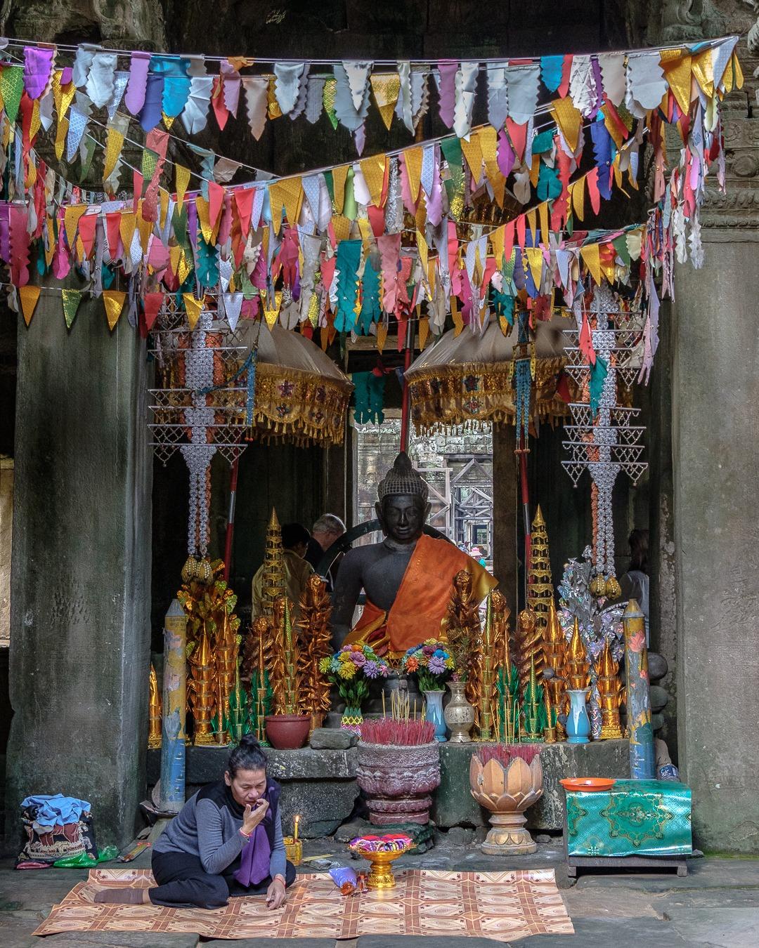 On trouve des petits autels pour prier et donner des offrandes dans plusieurs temples d'Angkor.