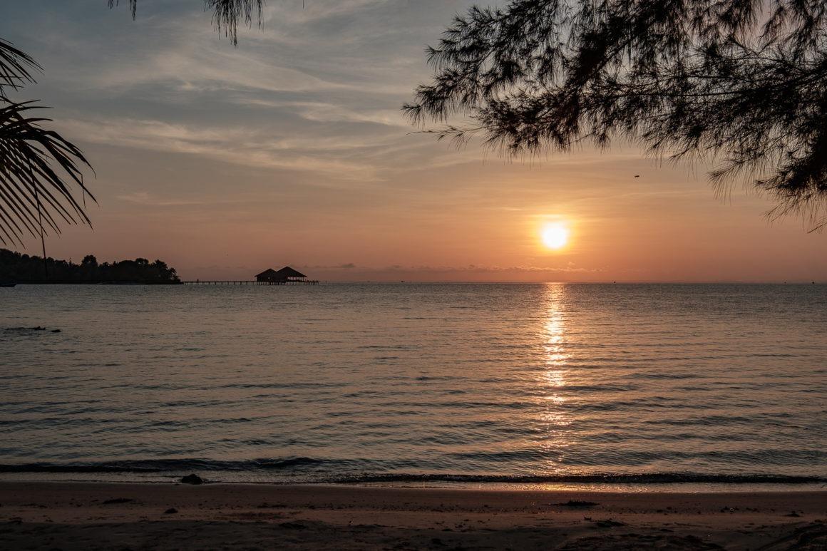 Coucher de soleil depuis l'île de Koh Rong au Cambodge