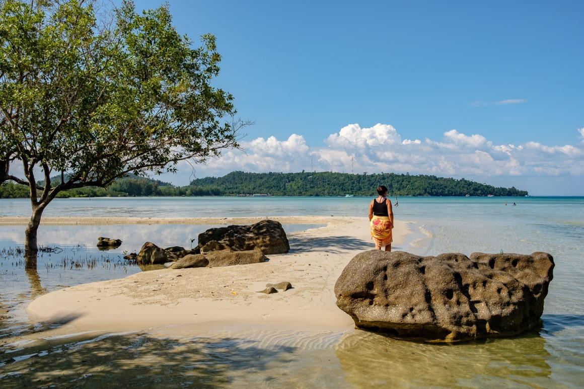 L'île de Koh Rong est la deuxième plus grande île du Cambodge. Elle se trouve au large de Sihanoukville et offre un lieu propice à la détente.