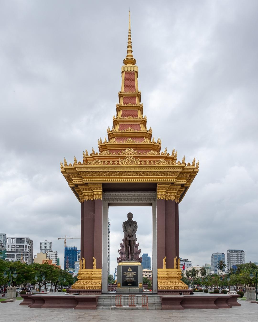 En hommage à l'ancien roi Norodom Sihanouk, le Cambodge a inauguré une magnifique statue en bronze le représentant.