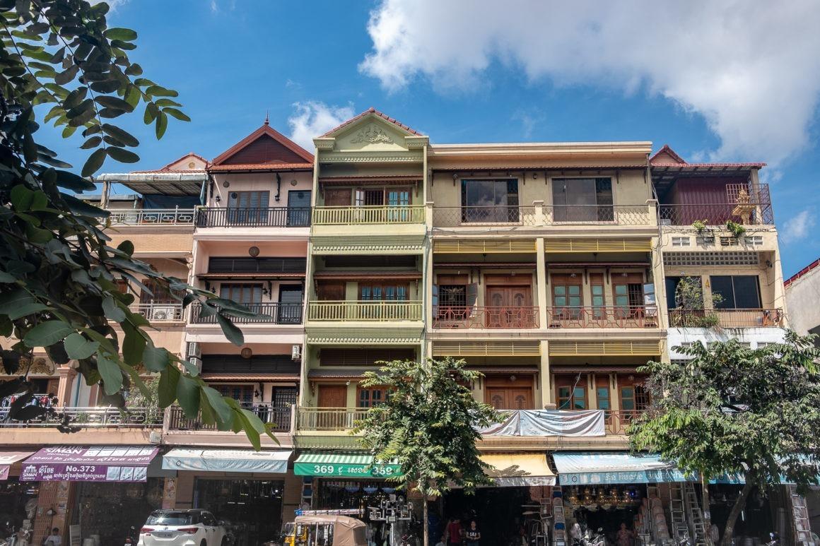 Phnom Penh, la capitale du Cambodge, possède encore beaucoup de bâtiments de style colonial.