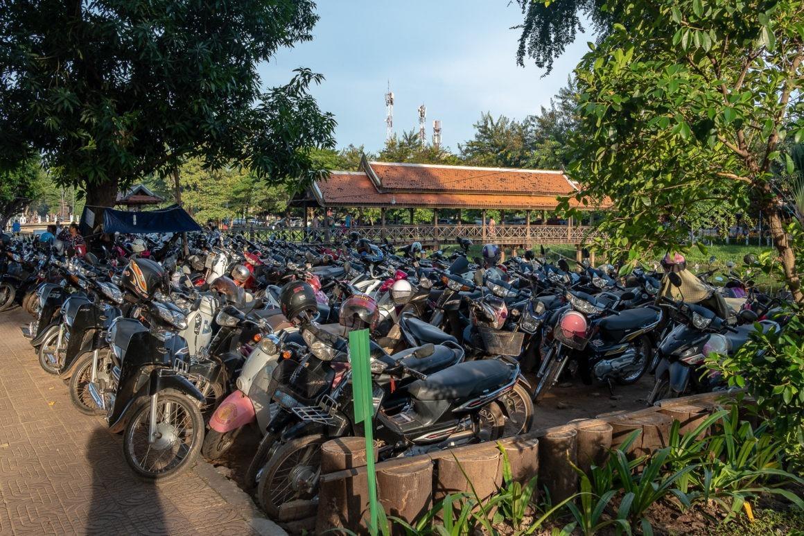 Les scooters sont rois au Cambodge.