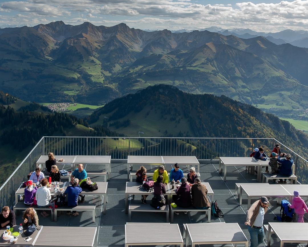 Terrasse du restaurant au sommet du Moléson.