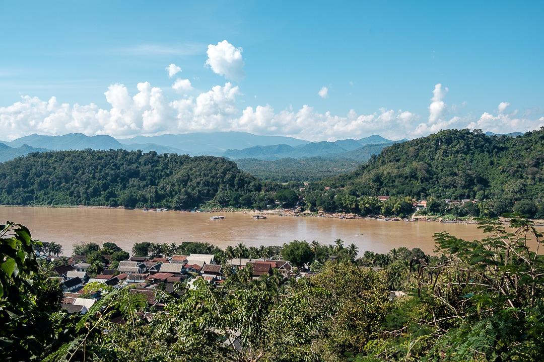 Le sommet du Mont Phousi offre une vue magnifique sur Luang Prabang et les environs. Il faut grimper environ 300 marches pour arriver tout en haut.