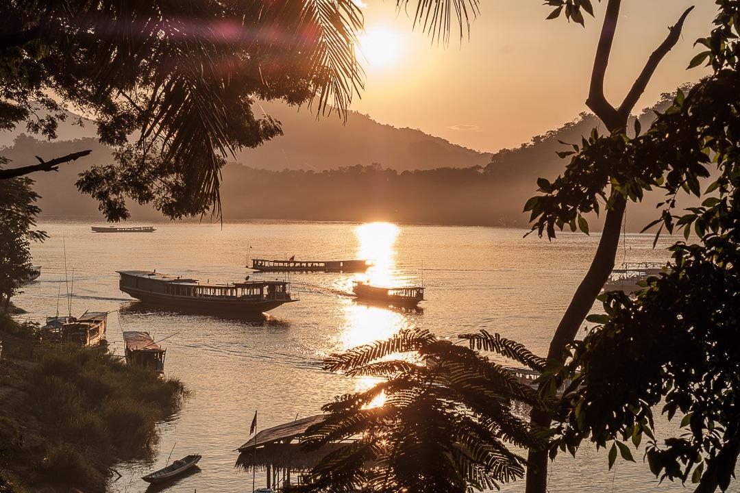 Le meilleur endroit pour observer le coucher de soleil à Luang Prabang sont les rives du Mékong