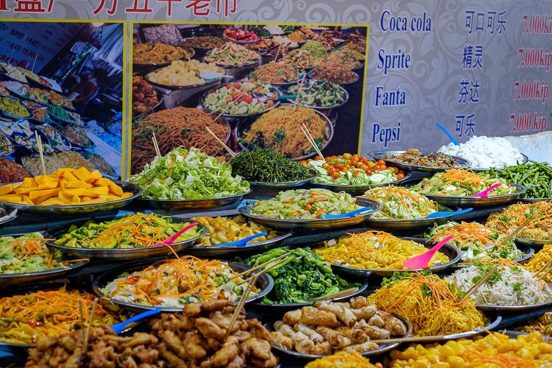 Le Night Market de Luang Prabang possède également un coin proposant de la nourriture laotienne très bon marché.