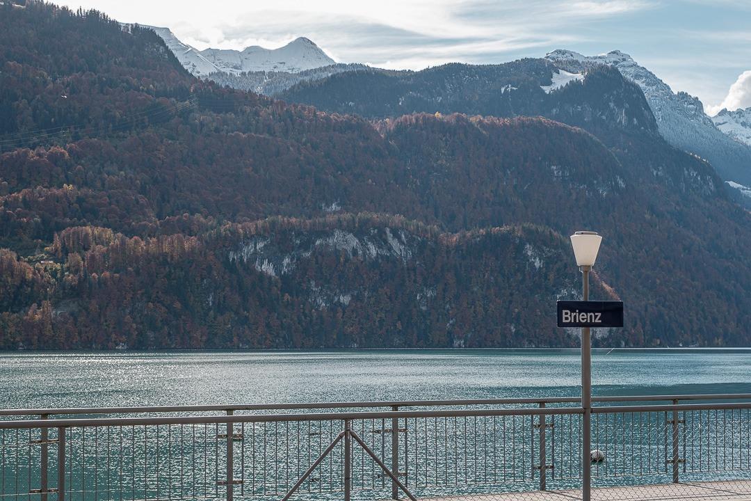 Sur les rives du lac de Brienz en Suisse.