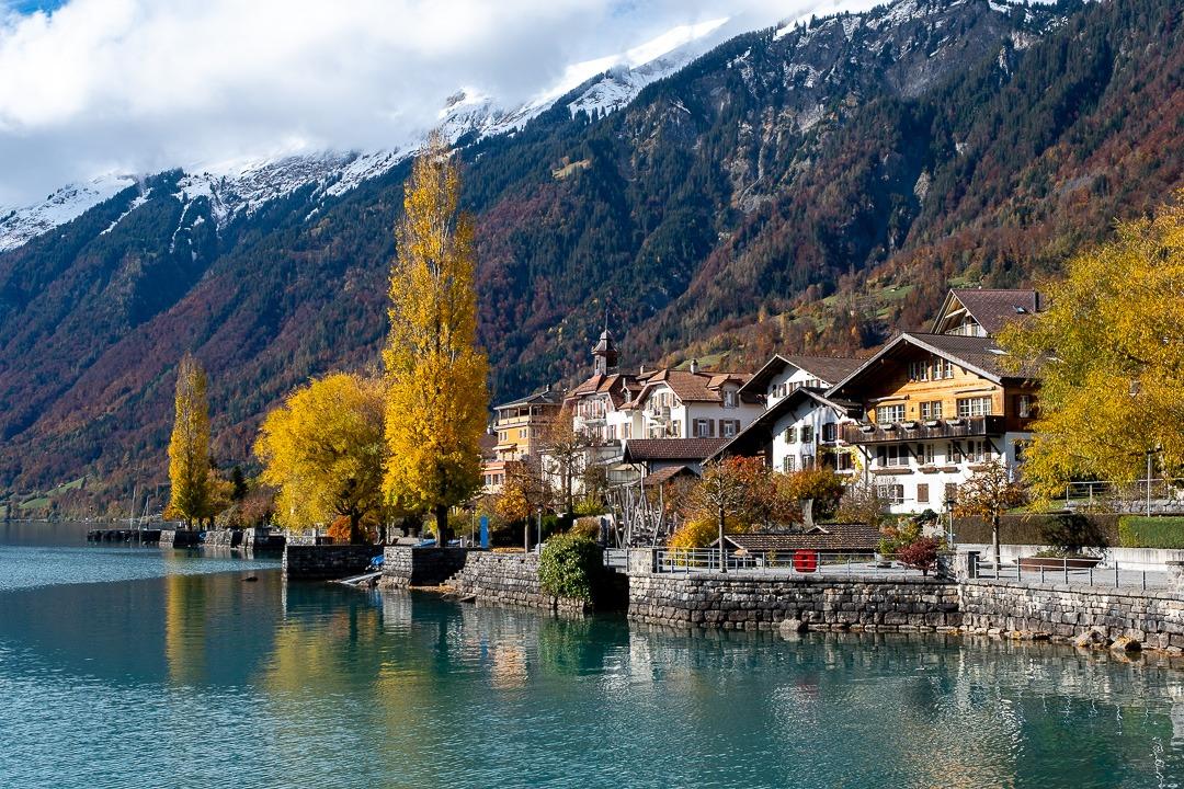 Brienz, un des jolis villages au bord du lac éponyme en Suisse.