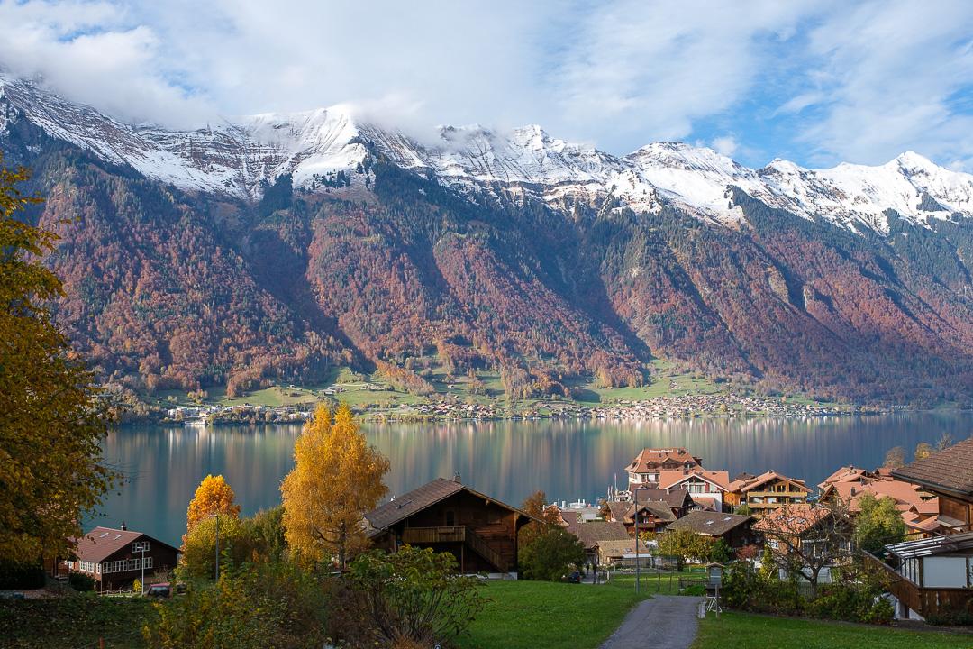 Le village d'Iseltwald dans l'Oberland bernois en Suisse